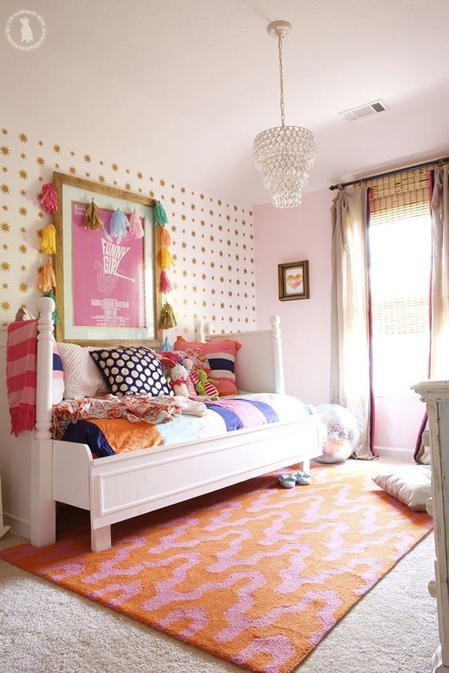 stenciled_stars_pink_bedroom