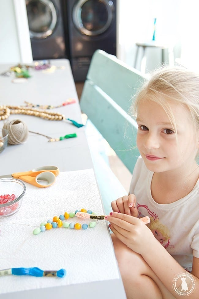 make_your_own_necklaces_for_kids