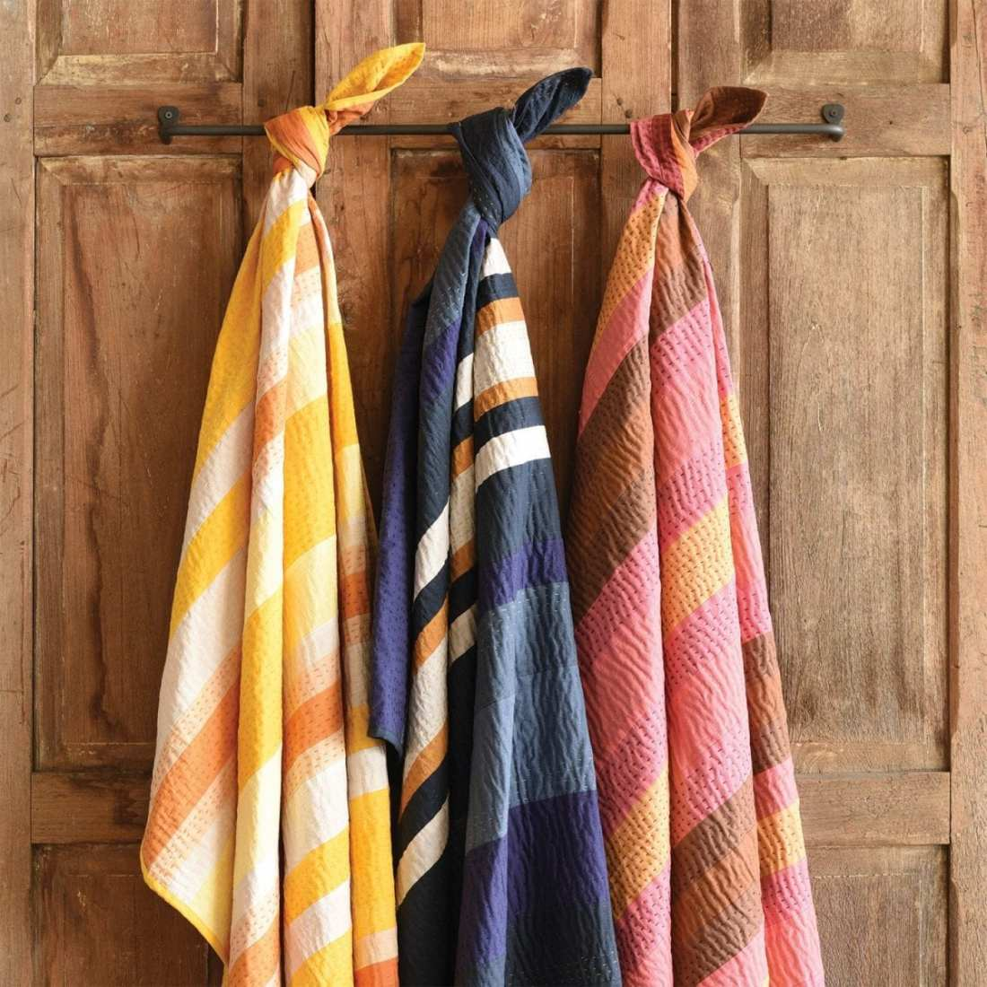 pretty_in_pink_chunky_stripe_throw_3