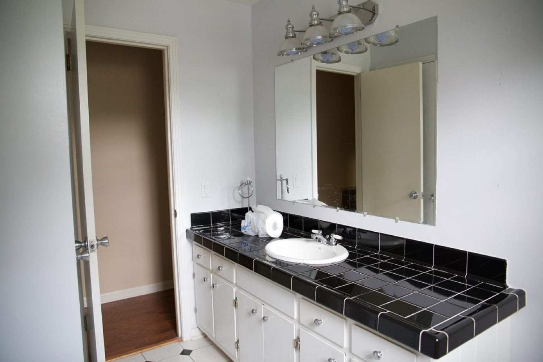 bathroom_before2
