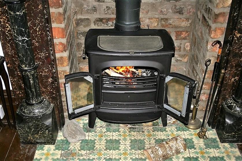 Vicrotian fireplace