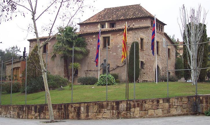 https://i1.wp.com/www.thehardtackle.com/wp-content/uploads/2010/11/La_Mas%C3%ADa_de_FC_Barcelona.jpg