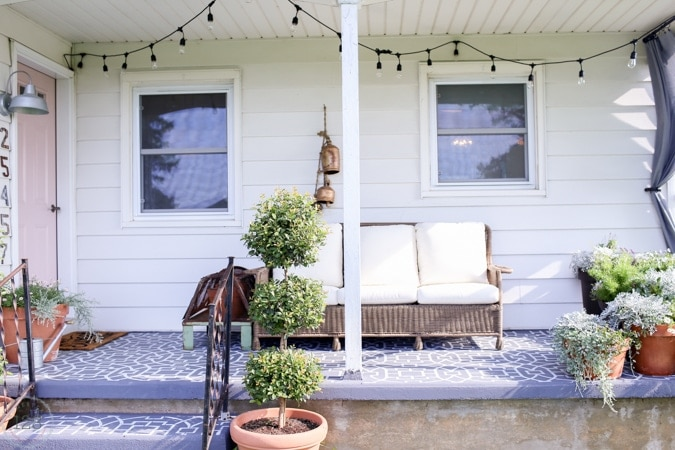 Farmhouse Style Outdoor Living | The Harper House on Farmhouse Outdoor Living Space id=37515
