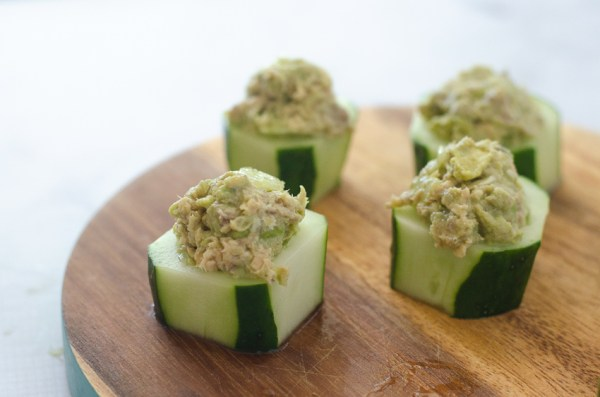 These avocado salmon cucumber cups are a super simple and quick appetizer, perfect for a party snack or a 5 minute lunch! Gluten-free, grain-free, low-carb, ketogenic, dairy-free.