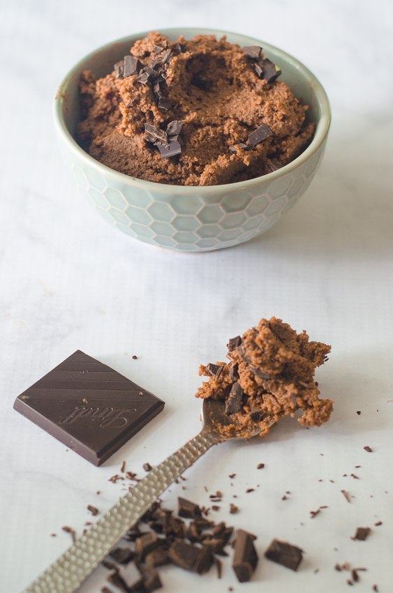 Looking for a super-quick snack or dessert that doesn't require any cooking? Are you a huge lover of deep, rich dark chocolate? Then you've come to the right place! This edible brownie batter is great with a spoon, or as a dip for some strawberries! Low-carb, ketogenic, paleo, sugar-free, gluten-free, grain-free, dairy-free.
