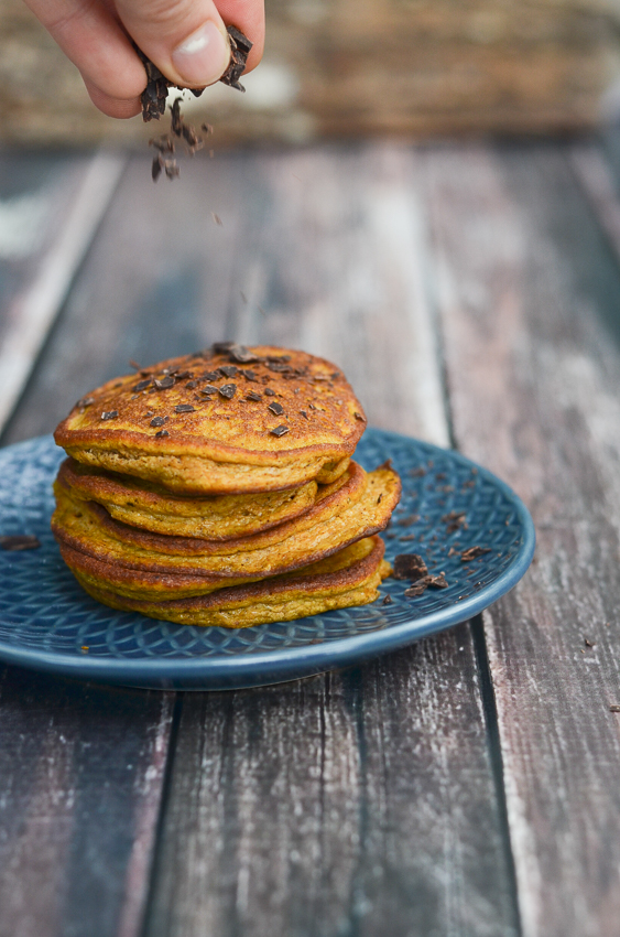 These super fluffy and flavorful gluten-free pumpkin pancakes are incredibly delicious and healthy! The perfect autumn breakfast for a cozy weekend. Gluten-free, grain-free, vegetarian, Paleo, low-carb, ketogenic, sugar-free, dairy-free.