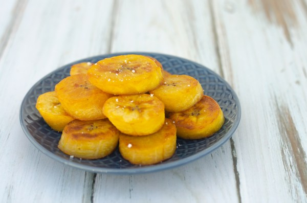 Are you a fan of plantains? Did you know they are incredibly easy to make yourself? These sweet and salty plantains take just a few minutes! Whole30, vegan, paleo, gluten-free, grain-free.