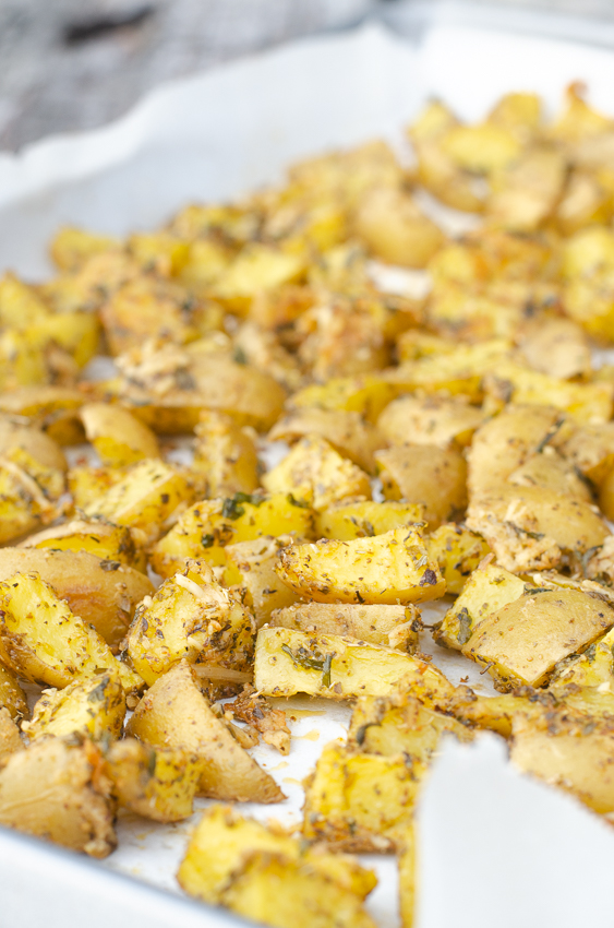 Do you like your potatoes crispy? Then you are in the perfect place! These crispy seasoned potato wedges are gluten-free, grain-free, vegetarian, with a vegan and paleo option.
