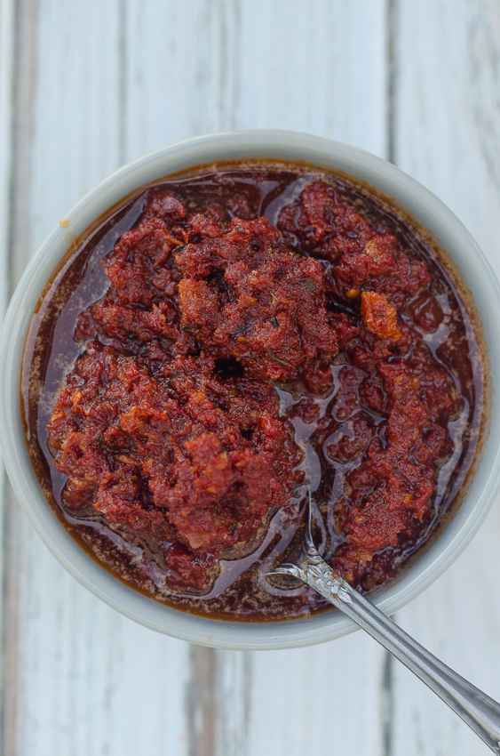 A simple 5 minute recipe, this sun-dried tomato sauce requires no cooking at all! Gluten-free, grain-free, dairy-free, vegan, Whole30.