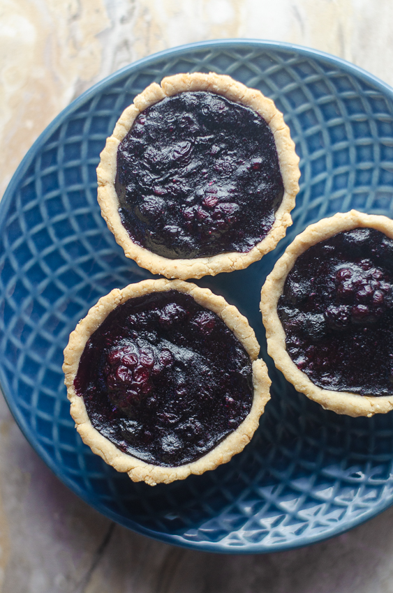 Have extra blueberries and blackberries from the garden? These blueberry and blackberry mini pies will use them up in a jiffy! Low-carb, Paleo, vegan.