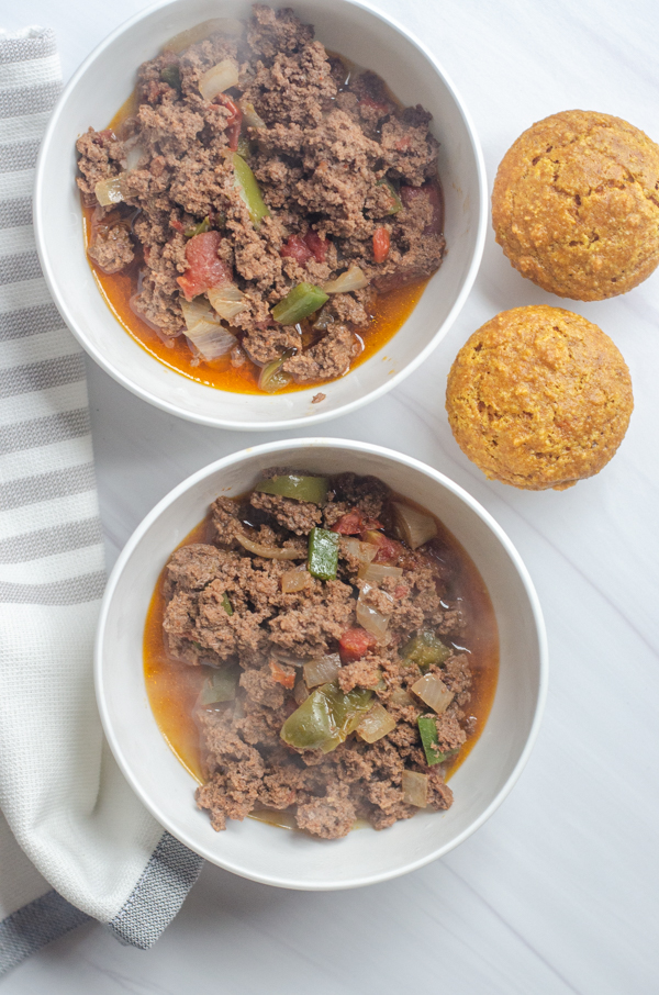Looking for a quick dinner recipe? This easy keto instant pot chili is delicious, simple and ready in less than 20 minutes! Paleo, low-carb.