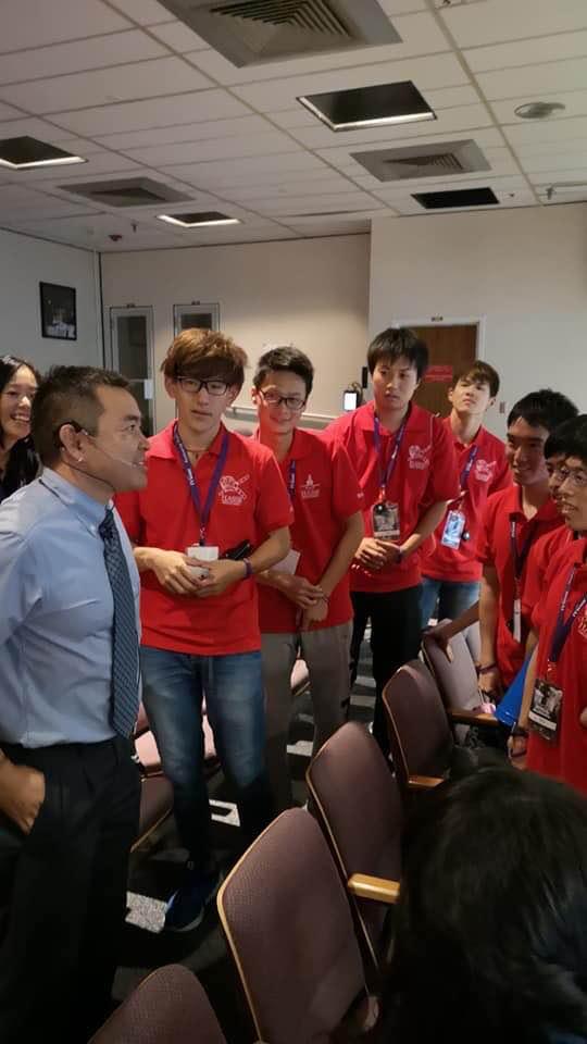 Astronaut Akihiko Hoshide with HASSE students