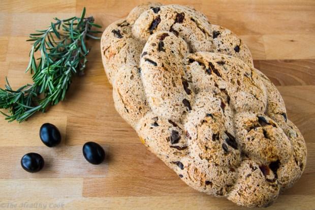 Whole-Wheat-Bread-with-Olives-Sun-Dried-Tomatoes – Ψωμί-Ολικής-με-Ελιές-Λιαστές-Τομάτες