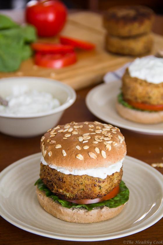 Chickpea-Burger-with-Tzatziki – Burger-Ρεβιθιών-με-Τζατζίκι