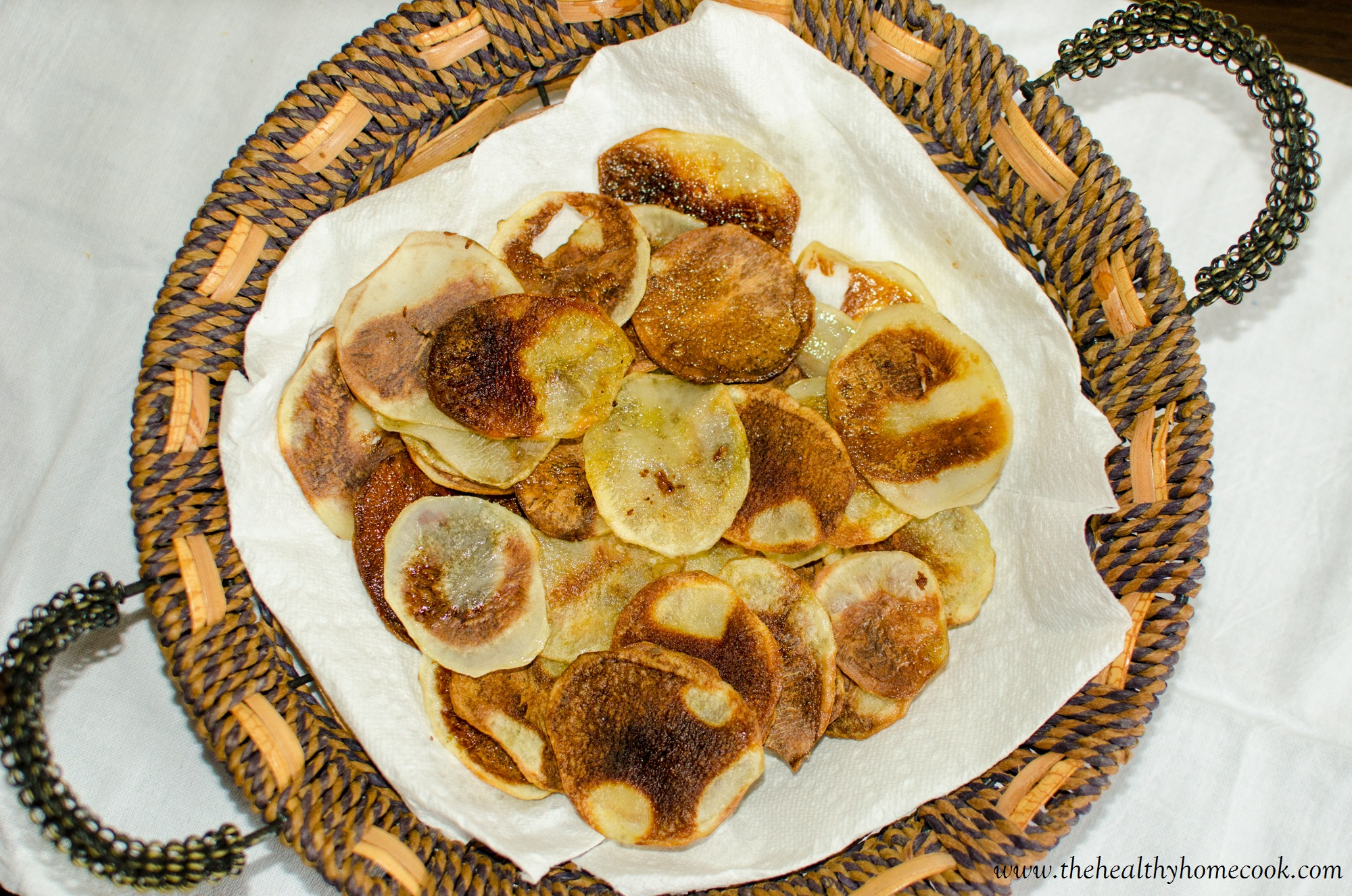 Make your own homemade potato chips, baked with a hint of olive oil and salt & pepper. No fryer needed for this healthy version!