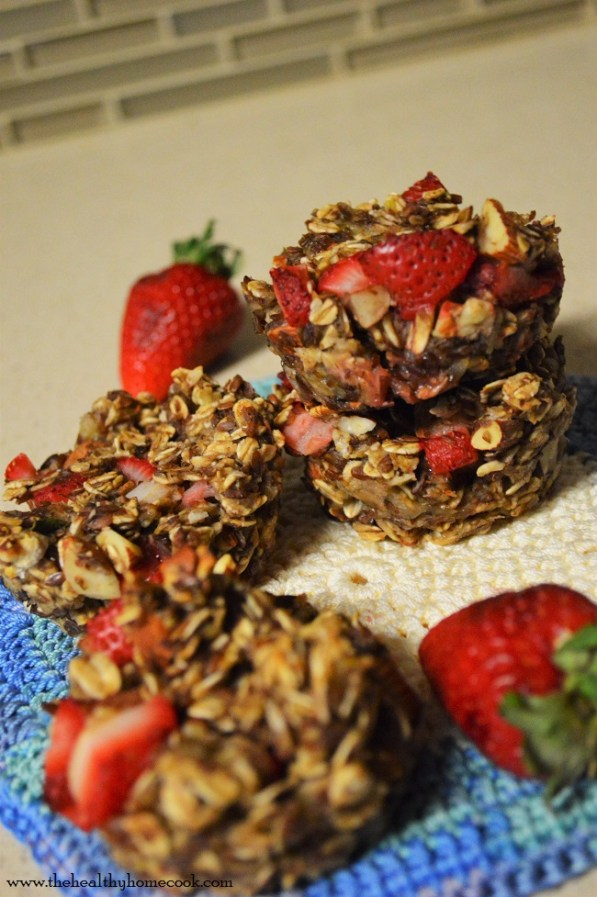 Who wouldn't want to wake up to these Strawberry Banana Oat Muffins?