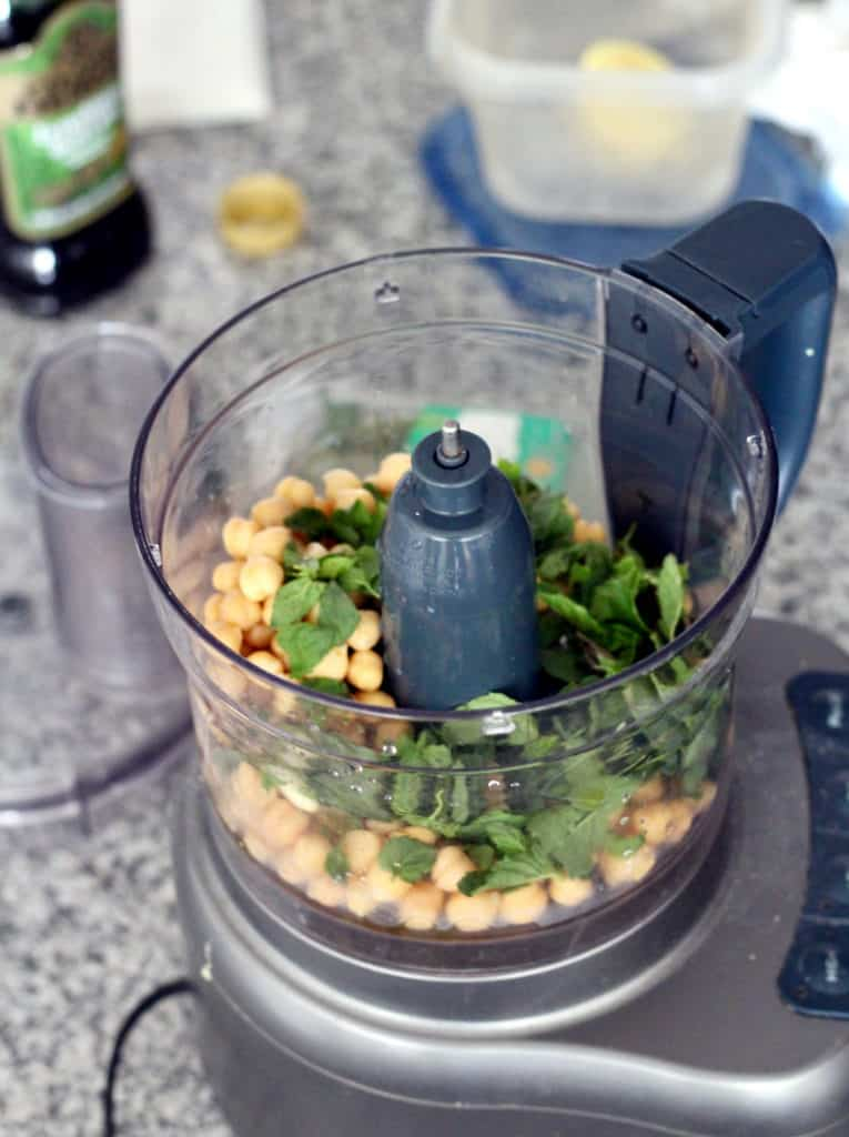 Chickpeas and mint in food processor