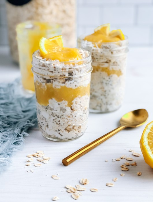 Jars of healthy lemon curd overnight oats