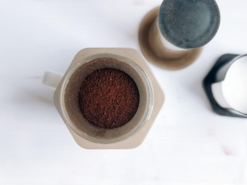 Adding coffee grounds to aeropress chamber