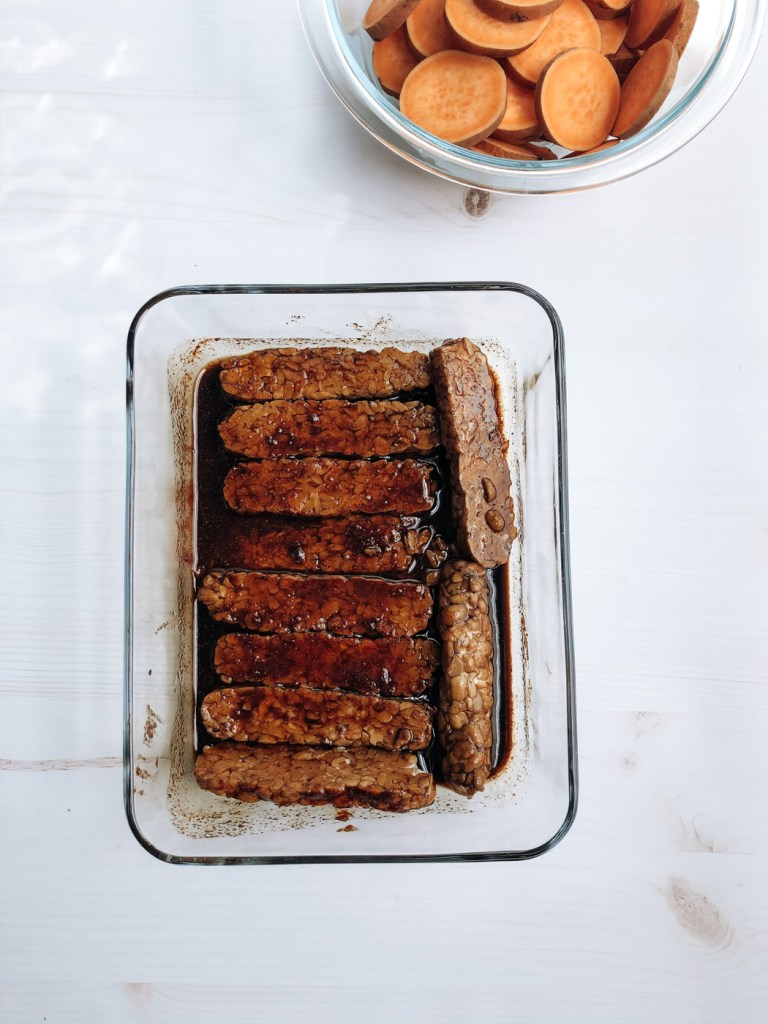 Marinating tempeh in sweet and spicy sauce for tempeh sandwich