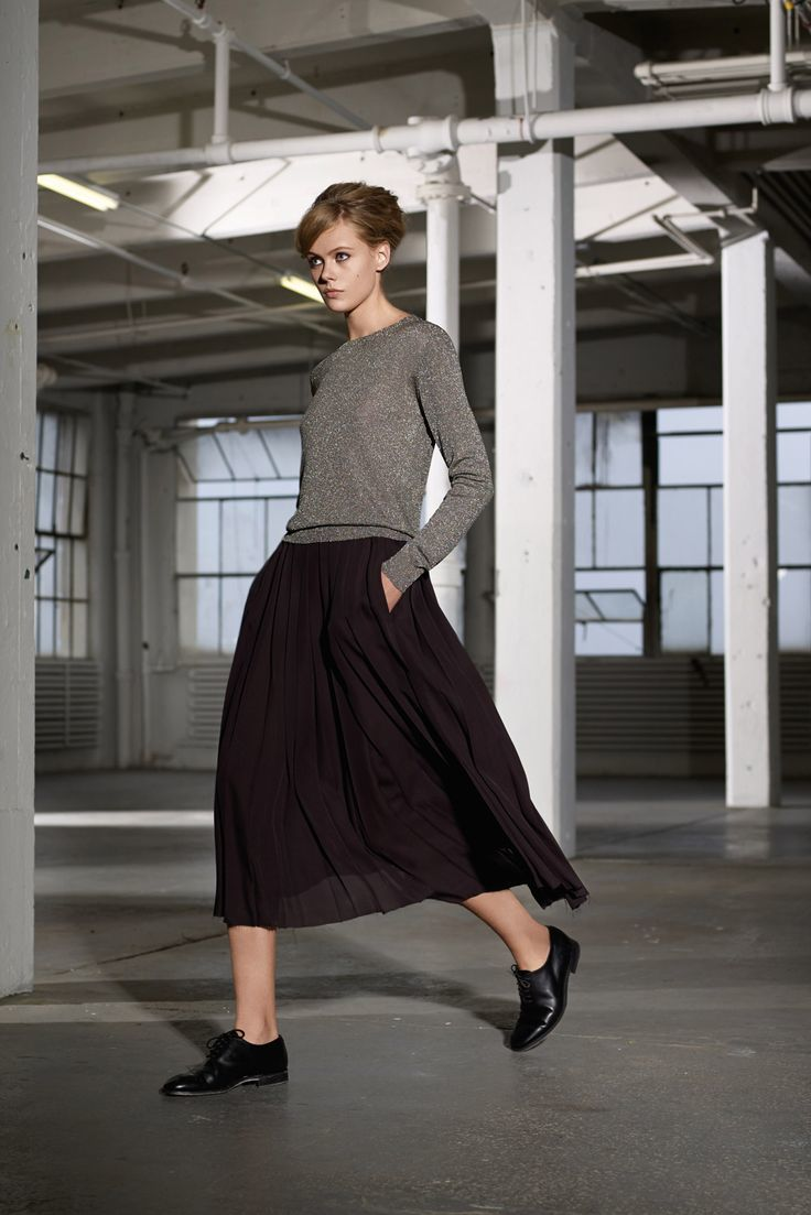 Outfits with flats Flat shoes and a below the knee skirt