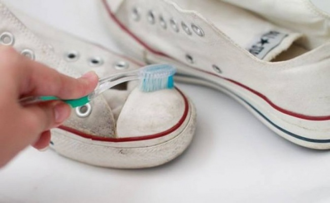 How to clean white converse with toothpaste