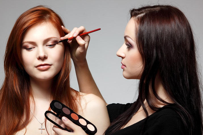How to choose the right makeup for school