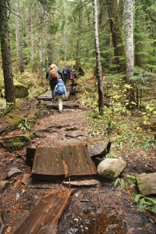 kids hiking, children in nature, muddy trail, fall hikes I-90