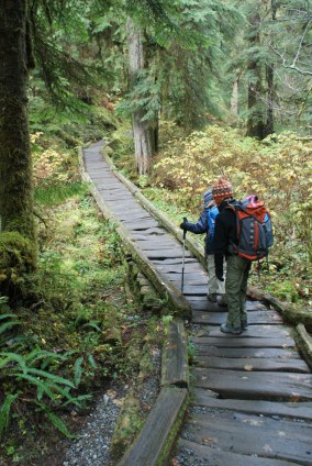 kids in nature, hiking with children, lake 22 trail, mountain loop highway