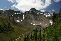 mt baker hikes, hiking with children, summer hikes north cascades, lakes, flowers