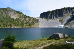 chain lakes, mt. baker, best hikes for kids, fall hikes, fall color
