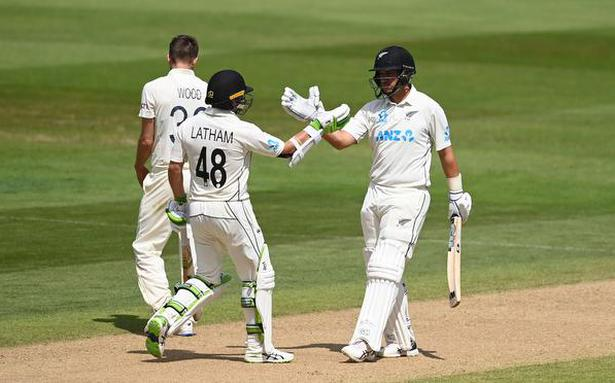 New Zealand thump England in second Test to win series 1-0