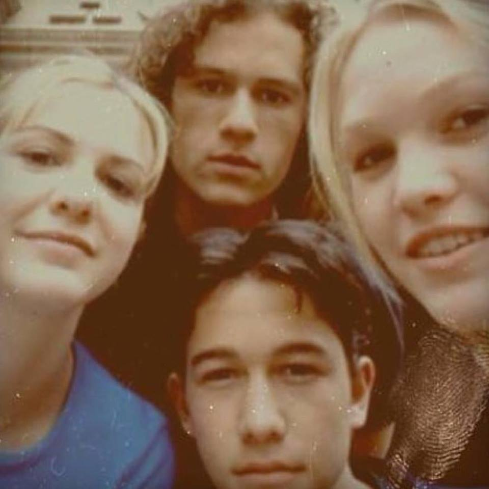 Awesome selfie of Joseph Gordon-Levitt, Heath Ledger, Julia Stiles, and Larisa Oleynik on the set of '10 Things I Hate About You' (1999)
