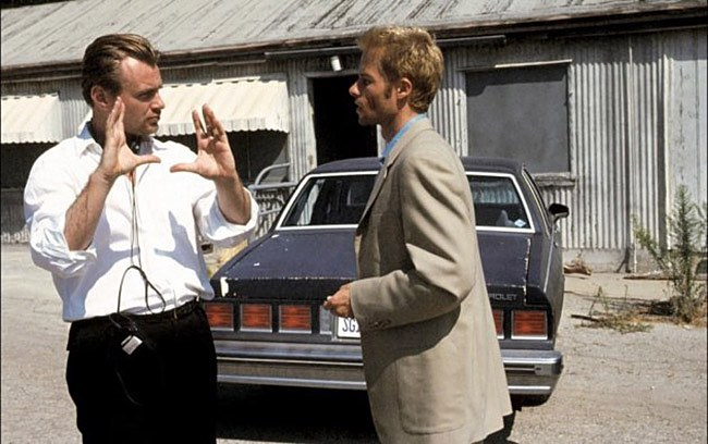 Director Christopher Nolan and Guy Pearce behind the scenes of the outstanding