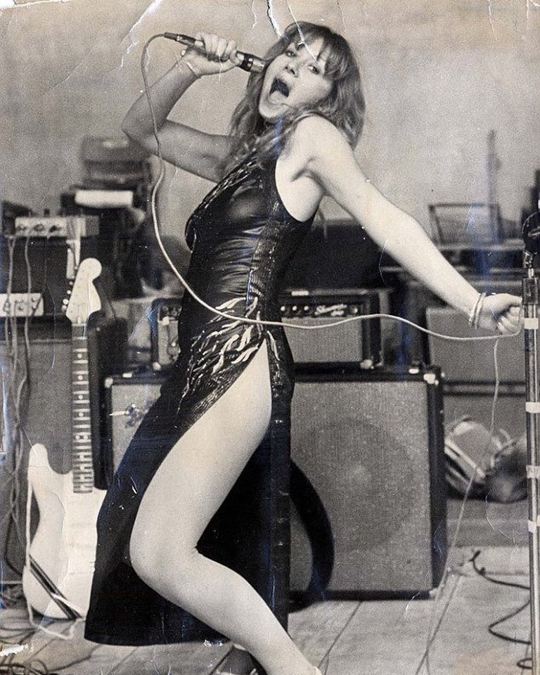 Helen Mirren, 1975, bearing a striking resemblance to Jennifer Lawrence