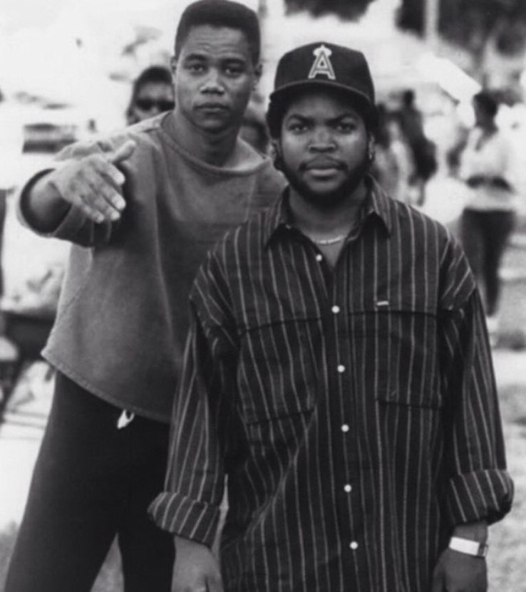 Cuba Gooding, Jr. and Ice Cube during the production of 'Boyz n the hood' (1991)