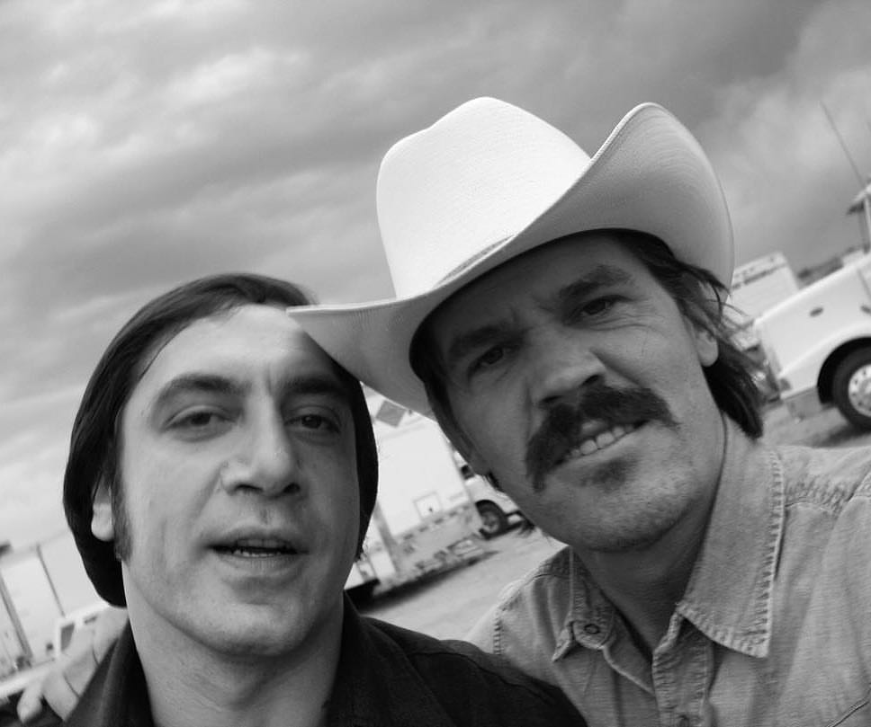 Javier Bardem and Josh Brolin chilling out behind the scenes of