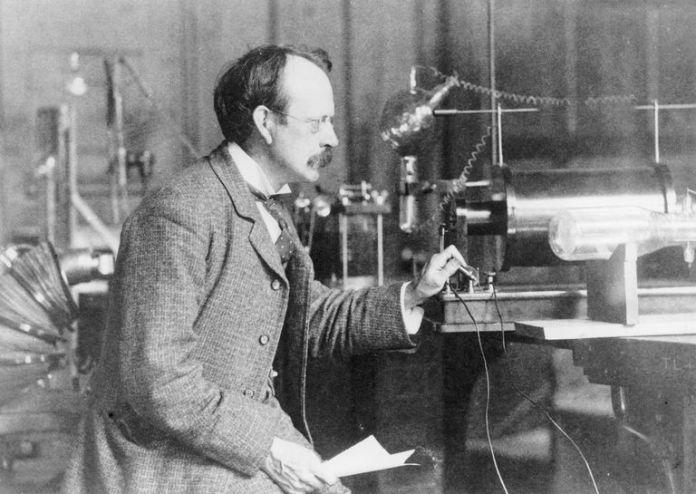 Image of Joseph John Thomson on the atom