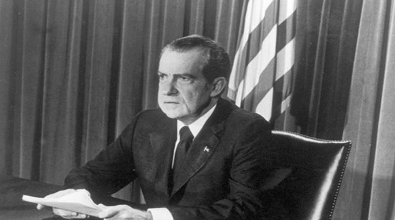 Image of President Richard Nixon resigns