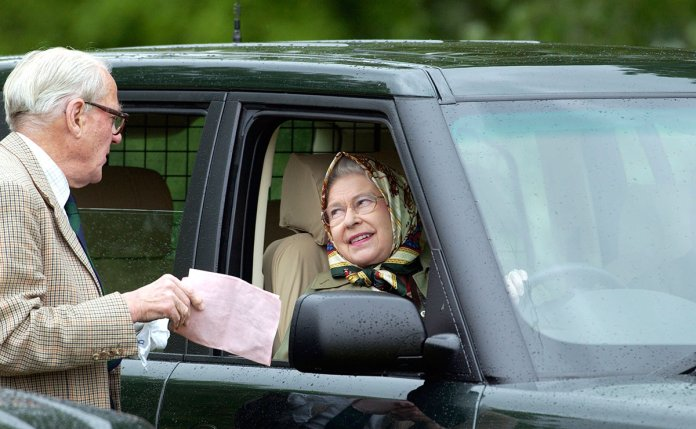 queen-elizabeth-driving-licence