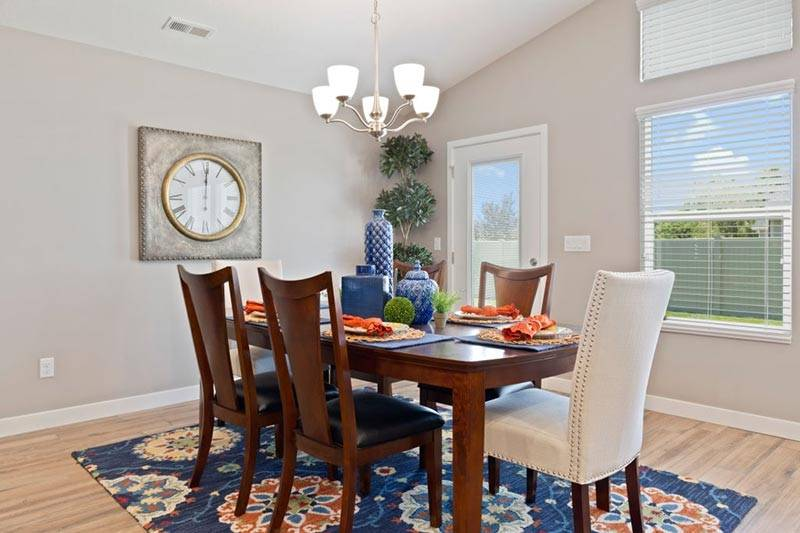 Decorating Hardwood Floors with Area Rugs   Ideas With Pictures 4