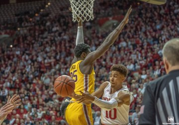 Hoosiers 72, Minnesota 67: Indiana's big men commanded the spotlight. Rob Phinisee made the important plays.