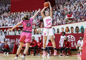 Red-hot Hoosiers win eighth straight behind balanced scoring