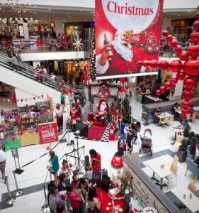 Shoppers in last minute rush for Christmas