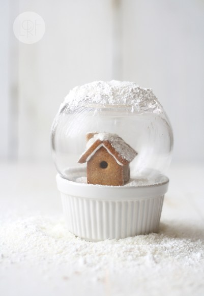 Edible Snow Globe by Ya A La Venta. What could be cuter?