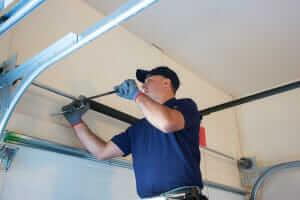 9 Common Garage Door Opener Problems : How to Fix Them ?