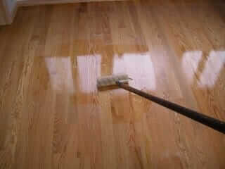 apply-polyurethane-on-hardwood-floors