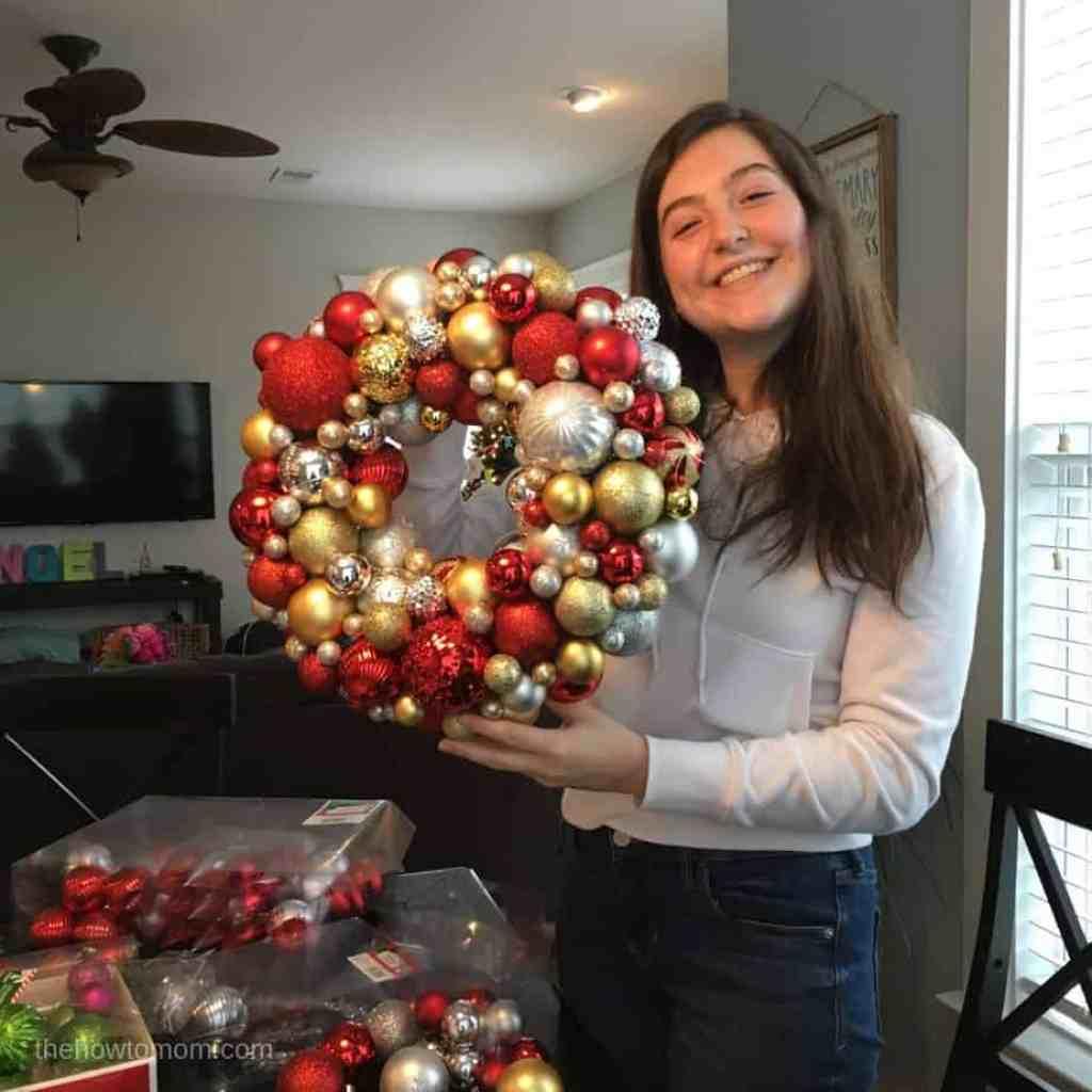Making an easy ornament wreath