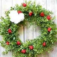 Easy Valentines Day Boxwood Wreath
