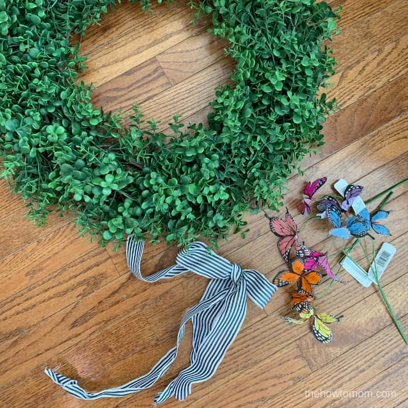 Easy Summer Wreath with butterflies